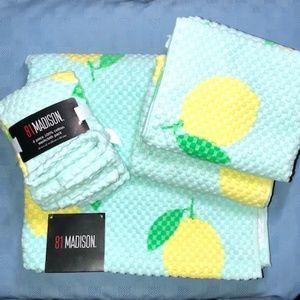 81 Madison Lemon printed 7pieces Towels Set. NWT!